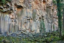 Coladas de lava-Sant Joan les Fonts-Garrotxa. Imatge de Wikimedia Commons d'Alberto Gonzalez Rovira